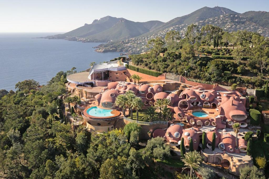 Magestic Bubble Palace_most expensive houses in the world
