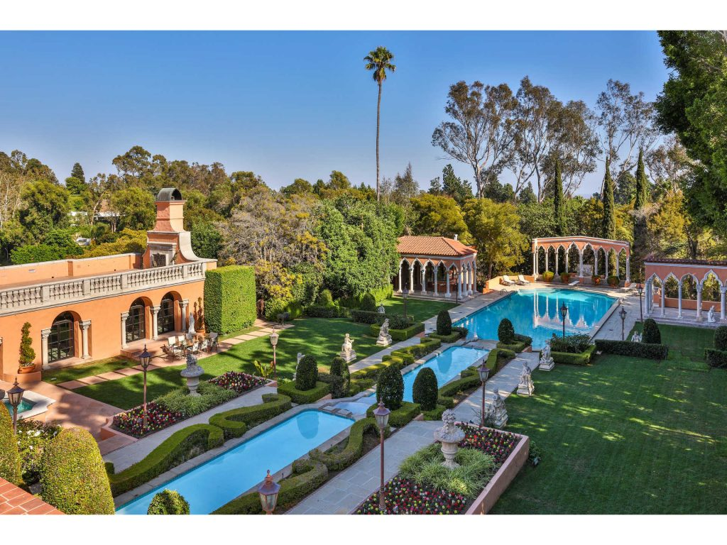 luxurious beverly house from films 1024x768 1 – Inside Luxurious Beverly House from movies featuring Al Pacino and Whitney Houston
