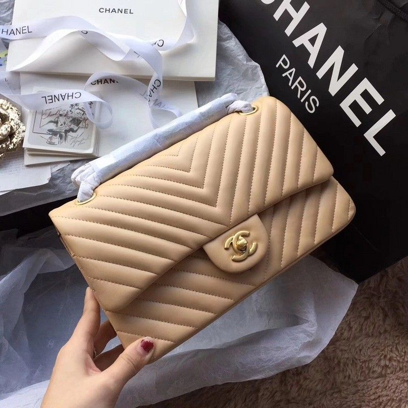 1c6d81e39aea0086391f03bf40545de2 – Best Chanel Bag to Invest in- Classic 2.55 Beauty.