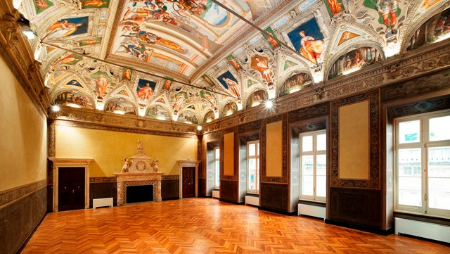 4 8 – Palazzo Reale, Rosso - Italian Luxury Palaces: Breathing Cultural City Wonders