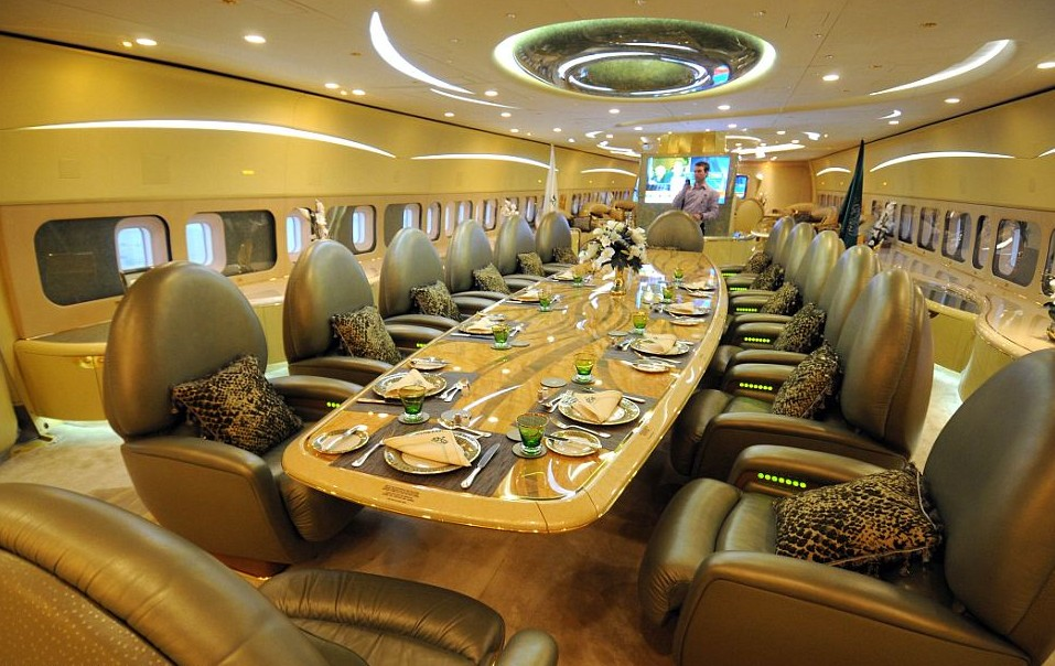 – World's Top 5 Airplanes: Mile - High Flying Mansions