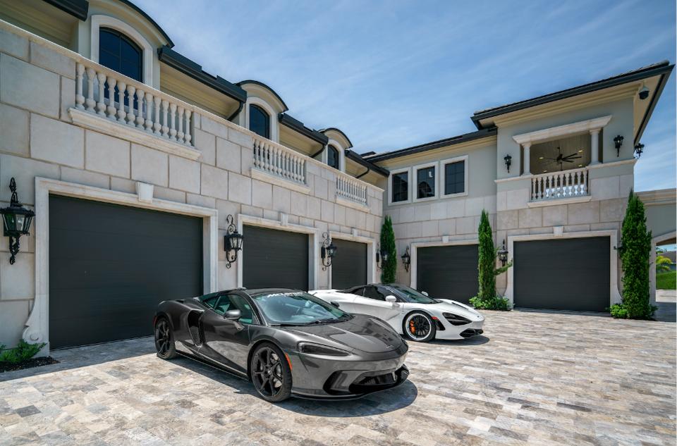 Car Garages of Rockybrook Estate