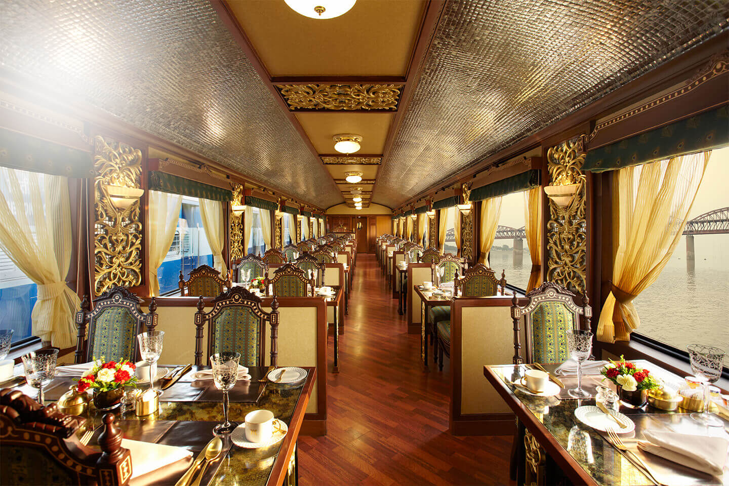 slider02 – 5 Most Luxurious Trains: Kingdom on Wheels