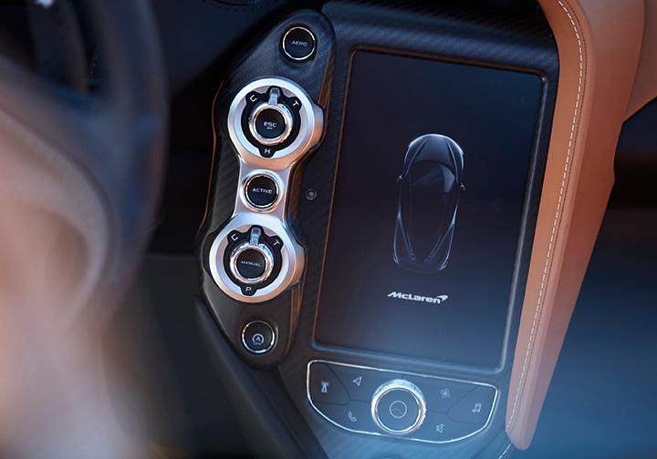 McLaren 720S Spider touchscreen